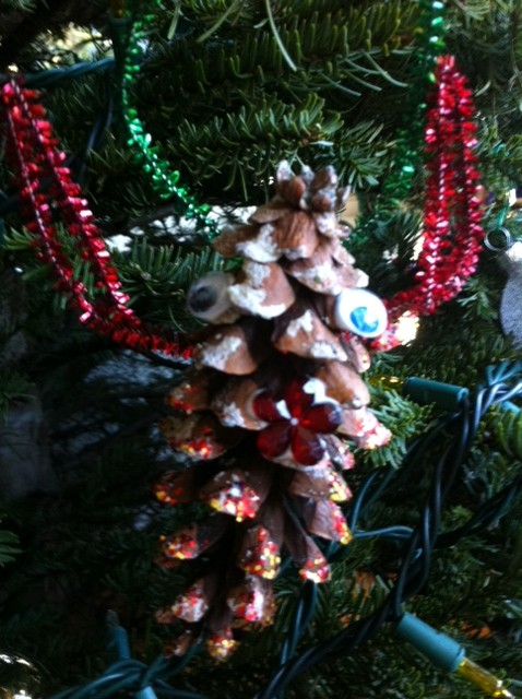 Open ended christmas ornament crafts for kids pragmaticmom for Pine cone christmas ornaments for kids