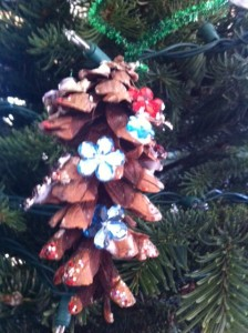 pine cone ornament craft for kids, glittery pine cone ornament craft for kids, christmas tree ornament crafts for kids using pine cones