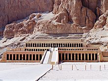 Colonnaded design of Hatshepsut temple