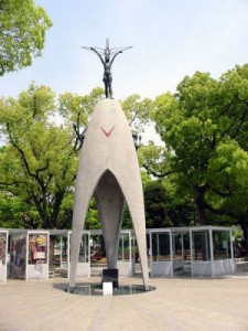 Children's Peace Statue, Sadako and the thousand paper cranes
