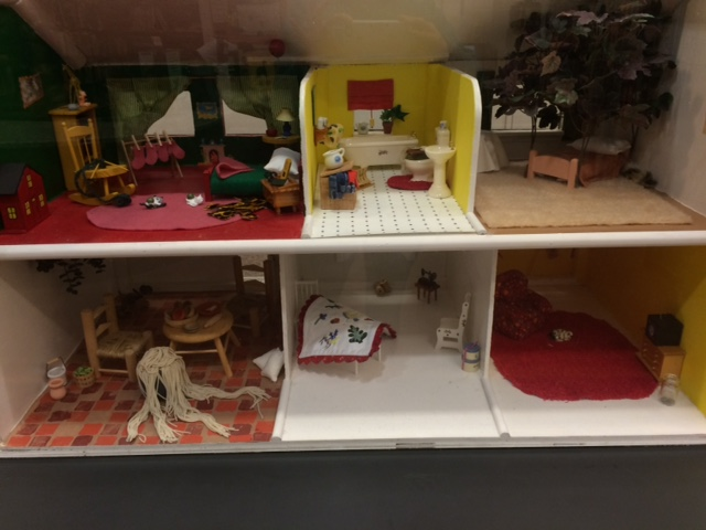picture house doll house